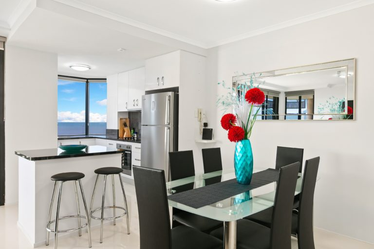Cairns Luxury Seafront Apartment Dining Area