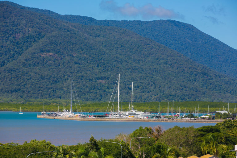 Cairns Luxury Seafront Apartment Marina View