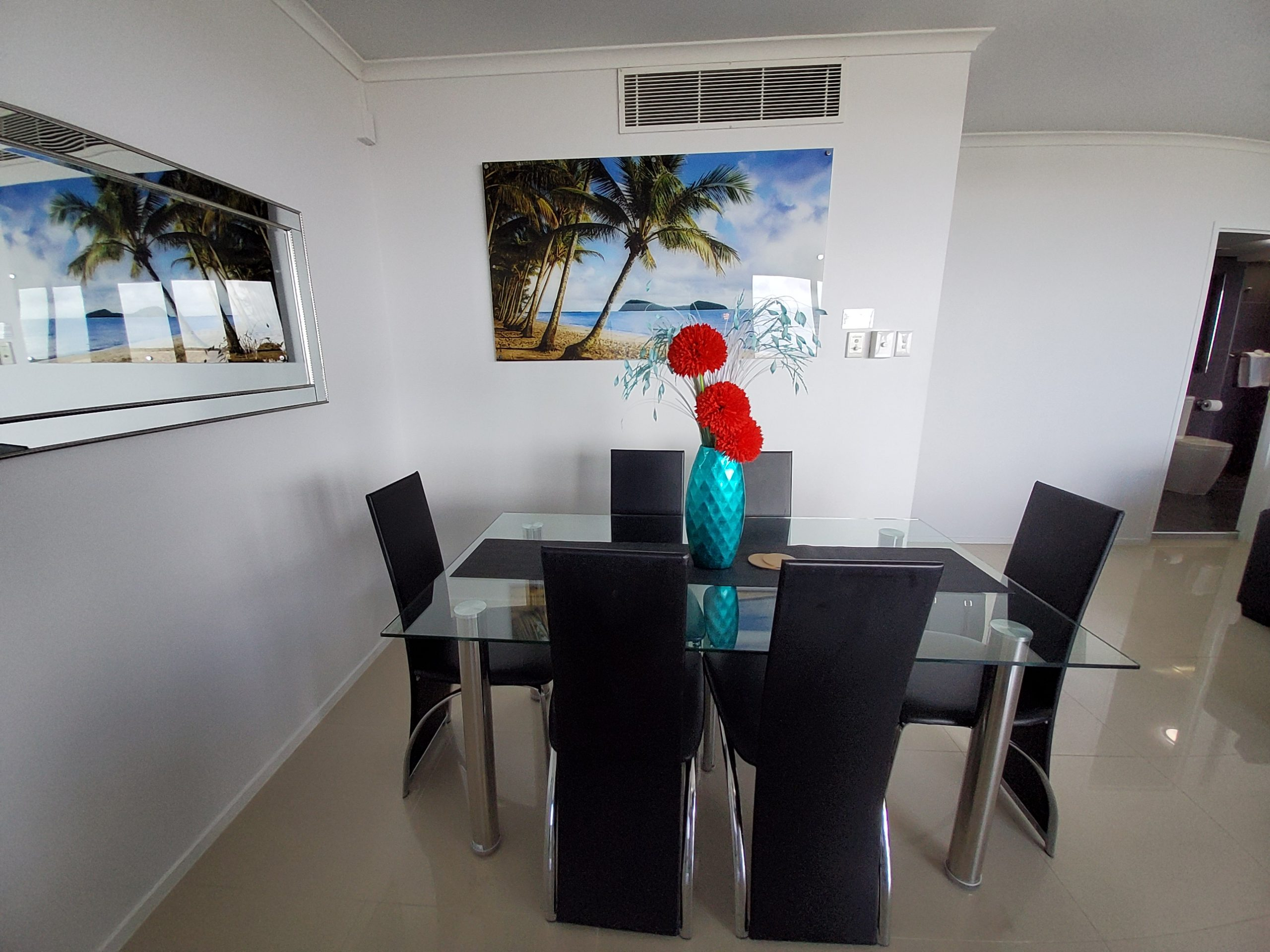 Cairns Luxury Waterfront Apartment Dining
